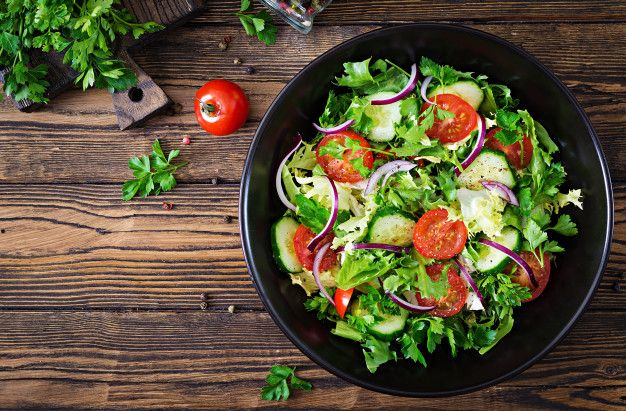 bella insalata nel piatto